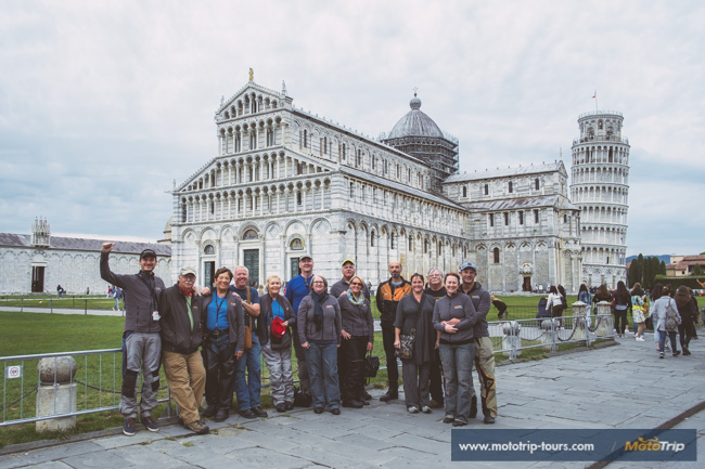 Group picture with the Leaning Tower and Miracles Square